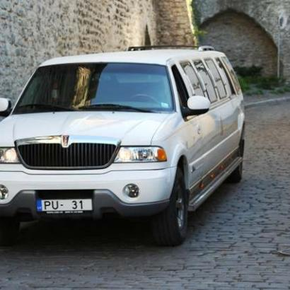 Lincoln limousine transfer in Tallinn